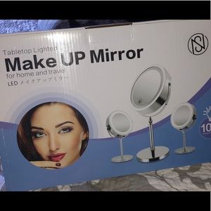 Makeup mirror tabletop lighted